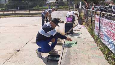 Moradores de Araucária se unem pra reformar pista de skate - Eles pintaram e arrumaram pequenas falhas no chão da praça