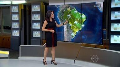 Frente fria leva chuva com granizo ao Sul do país - Previsão é de rajadas de ventos e raios.Durante a tempestade, as pessoas não devem se abrigar debaixo de árvore e, se puder, tire os aparelhos da tomada. Confira a previsão do tempo para todo o Brasil.