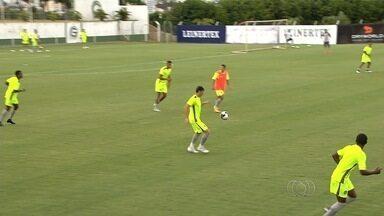 Goiás deve ter novidades para enfrentar o Atlético-GO em duelo de líderes no Goianão - Após desfalcarem o time, Daniel Carvalho e Rafhael Lucas podem voltar a equipe titular no clássico.