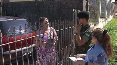 Mutirão de combate à dengue tem auxílio do Exército - Em Ponta Grossa, 15 vilas receberam a visita dos militares. Ação foi realizada em várias cidades do país