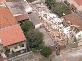 Prédio desaba durante chuvas em Belo Horizonte - Construção fica no Bairro Carlos Prates.