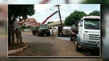 Caminhão desgovernado quase provoca tragédia em Coronel Vivida, no sudoeste - O caminhão vinha de Flor da Serra do Sul com leite para um laticínio de Coronel Vivida.