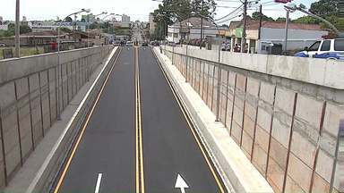 Trincheira da Ernesto Vilela, em Ponta Grossa, tem trânsito liberado - Obra levou cerca de dois anos até ser finalizada.