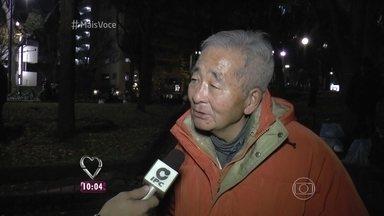 Brasileiros ajudam sem-teto no Japão - Moradores de rua japoneses mostram organização na hora de receber as doações