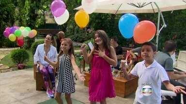 Candidatos do 'The Voice Kids' se apresentam no 'É de casa' - Rafa Gomes, Igor Silveira e Kaliny Rodrigues cantam 'Balão Mágico'