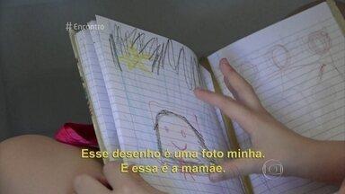 Pai e filha usam desenhos para superar morte da mãe - Ronaldo conta que Rafaela começou a fazer desenhos e dizer que se sentia melhor com a situação. Ele, então, começou a incentivar a filha e passou a desenhar também