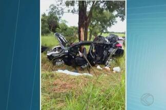 Criança envolvida em acidente com 3 mortes na BR-365 em MG está na UTI - O pai a a mãe da vítima morreram no local; a avó teve alta do hospital. Colisão aconteceu entre Monte Alegre de Minas e Uberlândia.