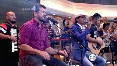 Jads & Jadson cantam 'Noite Fracassada' - Sucesso da dupla teve mais de 35 milhões de visualizações na internet