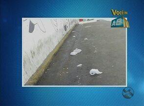 Moradora reclama de limpeza mal feita no espaço de feira livre - Situação acontece no Bairro Boa Vista, em Caruaru.
