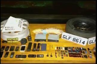 PM localiza suspeito de praticar roubos e furtos em Ituiutaba e região - Homem foi preso na noite desta segunda-feira (22). Cartuchos, roda, equipamentos e dinheiro foram apreendidos.