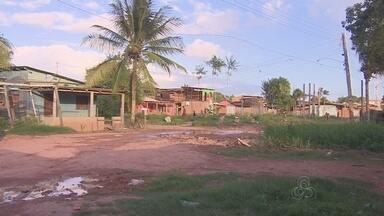 Moradores reclamam de violência, escuridão e lama em ruas no bairro Novo Buritizal - No bairro Novo Buritizal, em Macapá, vários postes estão tombando ameaçando moradores e suas casas. A violência estimulada pela escuridão e a lama em ruas são outras reclamações de moradores.