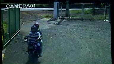 Polícia divulga imagens de assalto a um posto de combustível em Tamarana - A intenção é que as imagens ajudem a identificar os bandidos. Quem reconhecer os elementos, pode ligara para o telefone da Polícia.