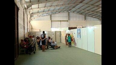 Reforma de posto de saúde em Santa Maria, RS, está parada - Enquanto o posto não reabre, os pacientes precisam enfrentar o calor em um local improvisado.