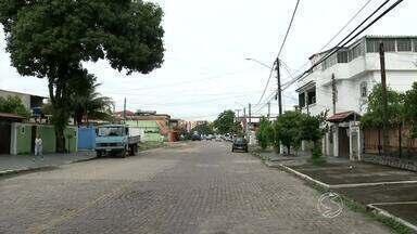 Moradores da Vila Julieta em Resende, RJ, reclamam da falta de telefonia fixa no bairro - Eles alegam que estão sem telefone desde da última sexta-feira; problema acontece com frequência.