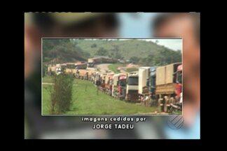 Interdição na BR-163 chega a uma semana no sudoeste do Pará - Rodovia Santarém-Cuaibá está bloqueada em dois trechos. Protesto é realizado por indígenas e trabalhadores rurais.