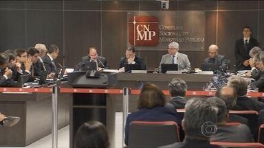 Conselho Nacional do Ministério Público libera retomada de investigação sobre Lula - O Conselho Nacional do Ministério Público liberou a retomada da investigação sobre o ex-presidente Lula no caso do triplex no Guarujá, em SP.
