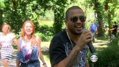 Projota canta 'Elas Gostam Assim' - Rapper diz que internet ajuda novos músicos a divulgar o trabalho e conquistar o público