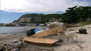 Protesto contra a poluição da Baía de Guanabara na Praia de Botafogo - Manifestantes fazem enterro simbólico da Baía, que vai ser um dos locais de provas das Olimpíadas Rio 2016