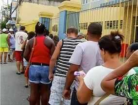 Cadastramento do cartão cidadão em Campos tem falha no sistema e longas filas - Cobrança do título de eleitor continua sendo contestada pelos beneficiários.
