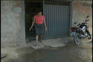 Comunidade do Jardim Amazonas em Petrolina enfrenta diversos problemas no bairro - Entre os problemas está o esgoto estourado