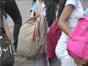 Mau uso de mochilas escolares pode causar problemas de saúde - OMS divulgou estudo constatando que 80% dos problemas de coluna começam nas escolas.