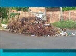 """Telespectador reclama de lixo em ruas de Porto Nacional no """"QVT"""" - Telespectador reclama de lixo em ruas de Porto Nacional no """"QVT"""""""