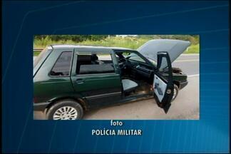 Dupla suspeita por tráfico de drogas é detida pela PM na MG-050 - Com os suspeitos foram encontradas 300 pedras de crack e cocaína. Homens estavam perto de Divinópolis em atitude suspeita.