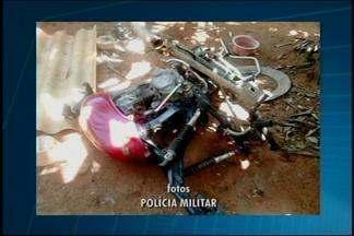 Dupla é apreendida após furto e desmanche em Divinópolis - Dois jovens de 16 e 17 anos foram apreendidos no Bairro Jardinópolis. Militares encontraram uma motocicleta parcialmente desmanchada e uma motocicleta com selo rompido.