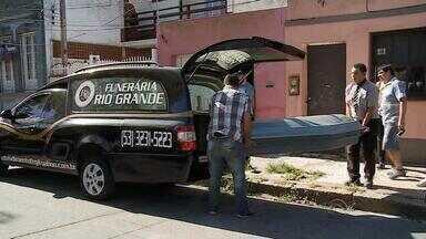 É preso companheiro que estrangulou e enterrou a mulher em Rio Grande, RS - O corpo da vítima estava em um saco plástico no jardim da casa do casal.