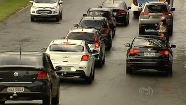 Uber completa um mês em Goiânia em meio à polêmica sobre regularização - Serviço compete por clientes com táxis.