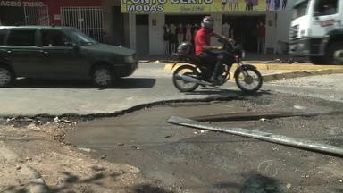 Após reportagem, buraco é tampado no Jacintinho - O repórter Douglas Lopes traz mais informações sobre o assunto.