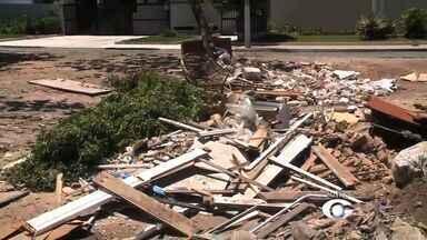 Acúmulo de lixo tira o sossego dos moradores na Jatiúca - Comunidade se queixa do problema na região.