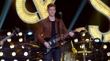 Banda Scalene conta como o grupo começou a carreira - Confira o momento no palco do 'Amor & Sexo'