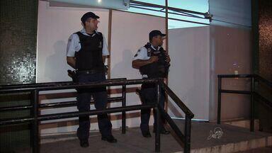 Secretaria de Segurança vai ouvir preso sobre série de ataques a delegacias em Fortaleza - Cinco delegacias tiveram a frente metralhadas nos últimos dias.