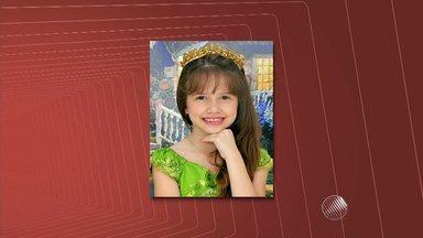 Pais de menina de Juazeiro assassinada em Petrolina pedem justiça pelo crime - O retrato falado do suspeito de matar a pequena Beatriz, encontrada morta em uma escola, foi divulgado na semana passada. Porém, até o momento não há novidades nas investigações.