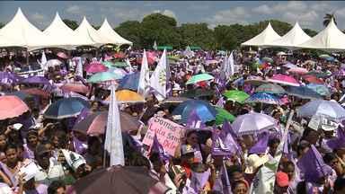Sindicatos rurais realizaram a VII Marcha Pela Vida das Mulheres em Areial, PB - Centenas de pessoas participaram da caminhada pela cidade.