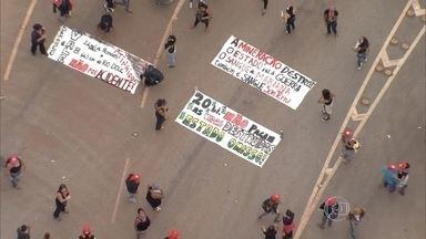 Dia Internacional das Mulheres é marcado por protestos em Belo Horizonte e em Mariana - Na cidade onde ocorreu o rompimento da barragem de Fundão, manifestantes fecharam a MG-129.