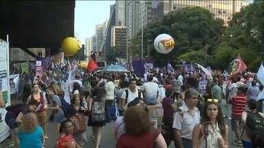 Dia Internacional da Mulher é celebrado com protesto em SP - Na capital que tem quase 6 milhões de mulheres, segundo o IBGE, o dia delas foi celebrado com protesto, arte, saúde e beleza