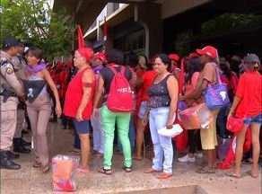 Manifestantes quebram porta da Superintendência Federal da Agricultura no Tocantins - Manifestantes quebram porta da Superintendência Federal da Agricultura no Tocantins