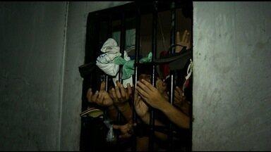 Justiça solta presos em delegacia superlotada de Planaltina de Goiás - Somente na última semana, cinco detentos foram liberados do local. Segundo delegado, suspeitos tinha longa ficha criminal; população reclama.