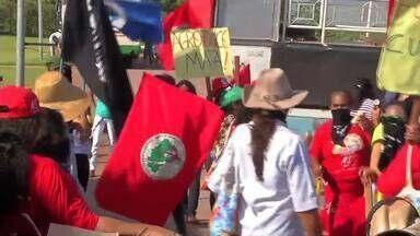 Mulheres do MST protestam contra empresa agrícola em Rondonópolis - Mulheres do MST protestam contra empresa agrícola em Rondonópolis