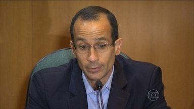 Marcelo odebrecht é condenado a 19 anos de prisão - O ex-presidente do grupo Odebrecht, Marcelo Odebrecht, foi condenado por crimes como associação criminosa e corrupção ativa e lavagem de dinheiro.