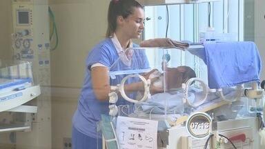 Doações de leite materno ajudam bebês recém-nascidos em Pinda, SP - Ponto de coleta tem ajudado a salvar a vida de bebês prematuros.
