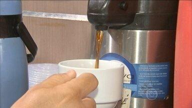 Café coado possui mais cafeína que o expresso - Por ter mais contato com a água, o café coado acaba tendo mais cafeína que o expresso. Alguns pesquisadores acreditam que o café pode elevar o nível do colesterol.