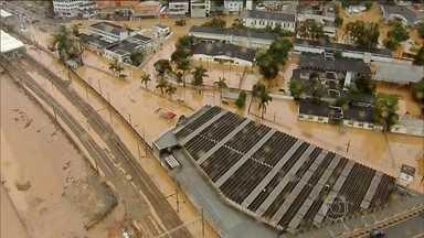 Dilma Rousseff vai sobrevoar as regiões alagadas em SP - Sobe para 20 o número de mortos após chuvas em São Paulo. Um corpo foi encontrado e cinco pessoas da mesma família ainda estão desaparecidas.