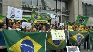 Brasileiros protestam contra o governo nos Estados Unidos e na Europa - No exterior, brasileiros também protestaram nos Estados Unidos e em capitais da Europa.