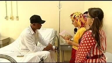 Estudantes viram contadores de histórias para pacientes de hospitais, em Jataí - As visitas transformam a rotina de quem está em tratamento delicado de saúde.