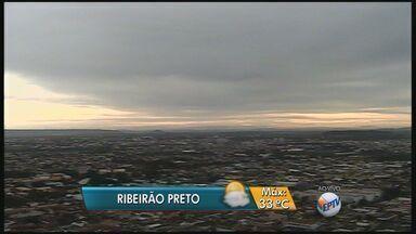 Confira a previsão do tempo para terça-feira (15) na região de Ribeirão Preto - Temperatura máxima prevista é de 33ºC, mas pode haver pancadas de chuva no fim da tarde e início da noite.