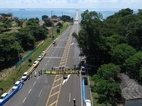 Manifestantes fecham ponte que liga os estados de SP e MS - Protesto pediu a renúncia da Presidente Dilma Rousseff.