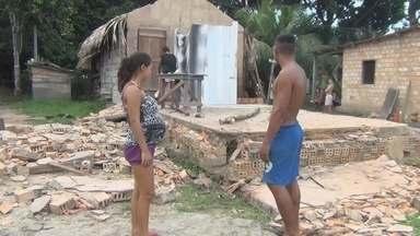 Casa desaba durante chuva em Manicoré, no AM - Moradores ficaram assustados.
